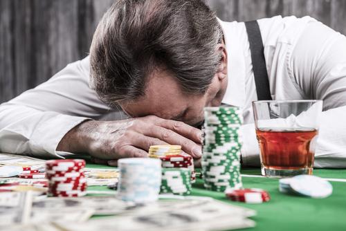 senior ayant perdu aux jeux de casino